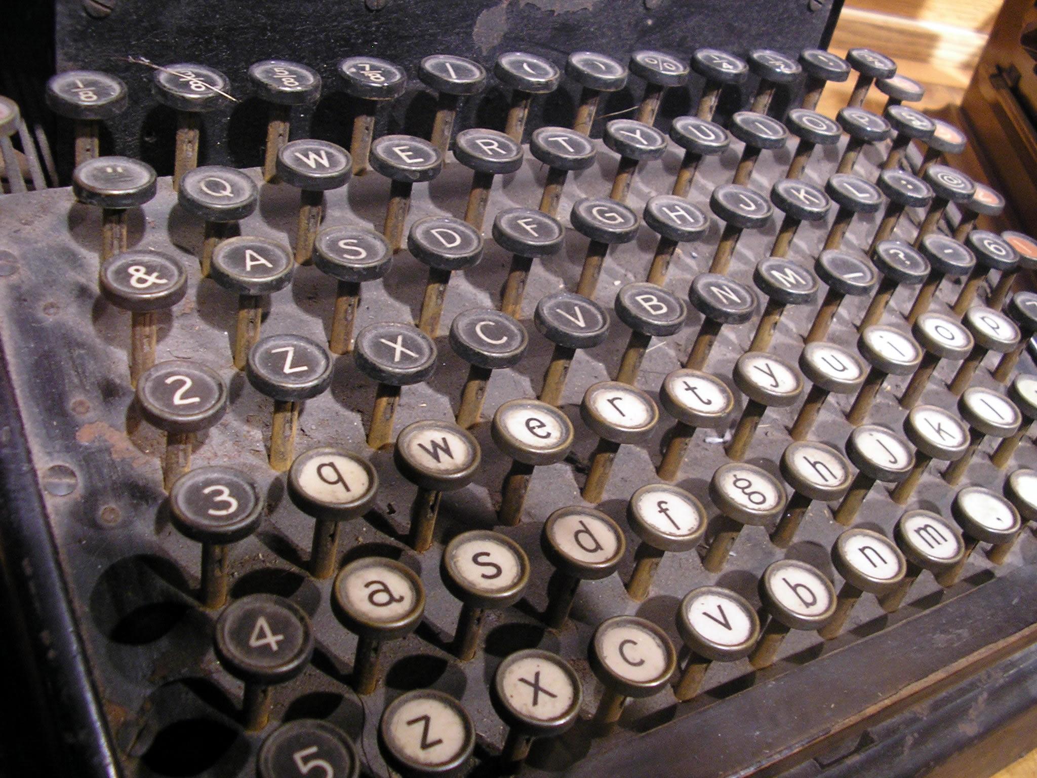 olde_typewriter1.jpg
