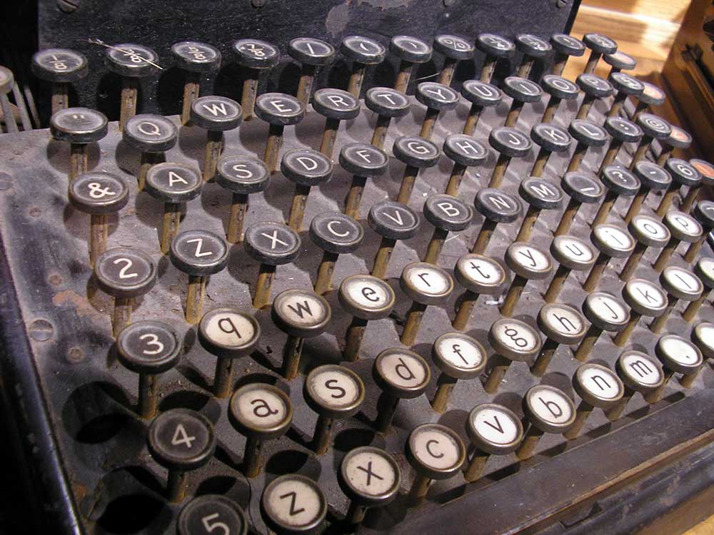 sm-1000-olde_typewriter1.jpg